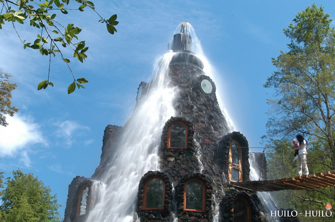 Magic Mountain Lodge Flowing Waterfall