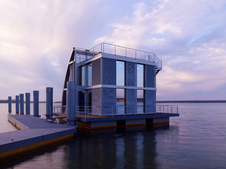 German Floating Home by Steeltec37