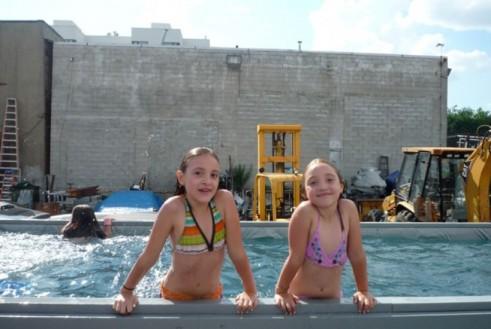 Children Swimming in the Macro|Sea Pool