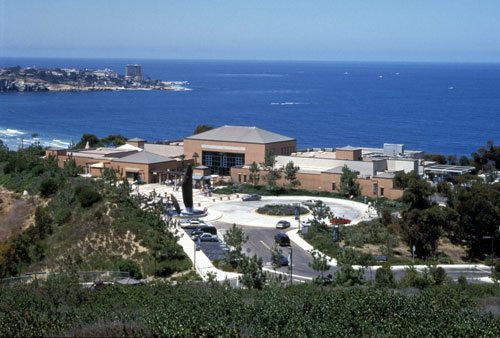 The Birch Aquarium next to the Pacific Ocean