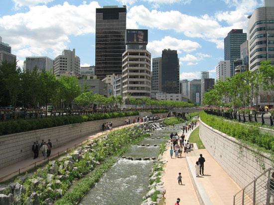 Ceonggyecheon Stream in Seoul