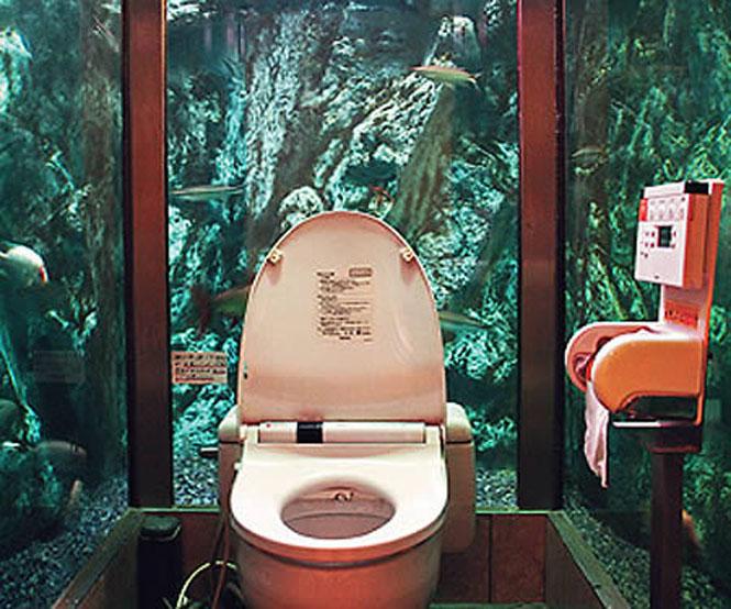 Mumin Papa Cafe Aquarium Toilet