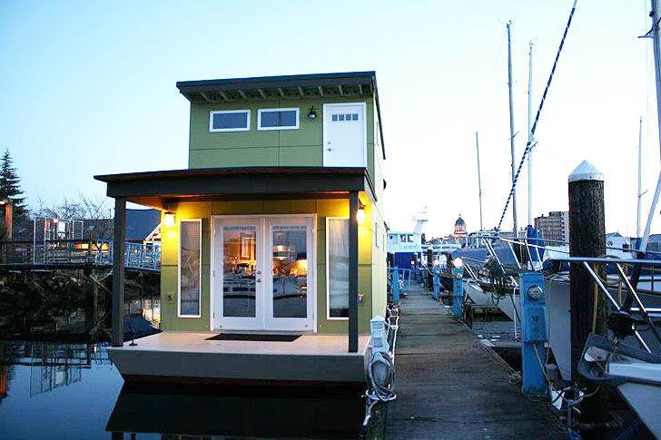 Sweet Pea Houseboat Exterior