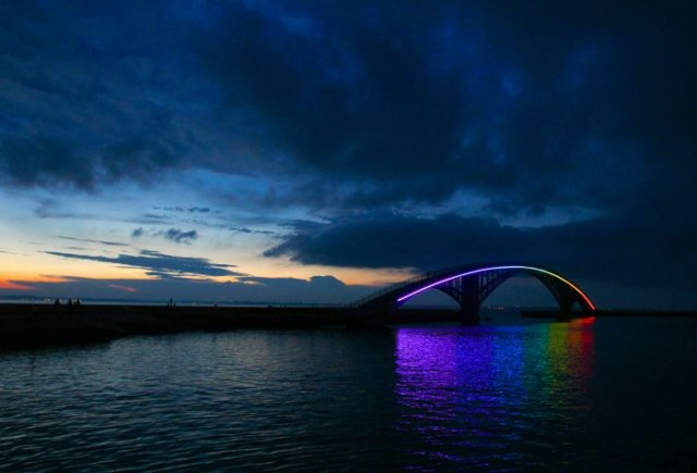 Taiwan Pedestrian Rainbow Bridge